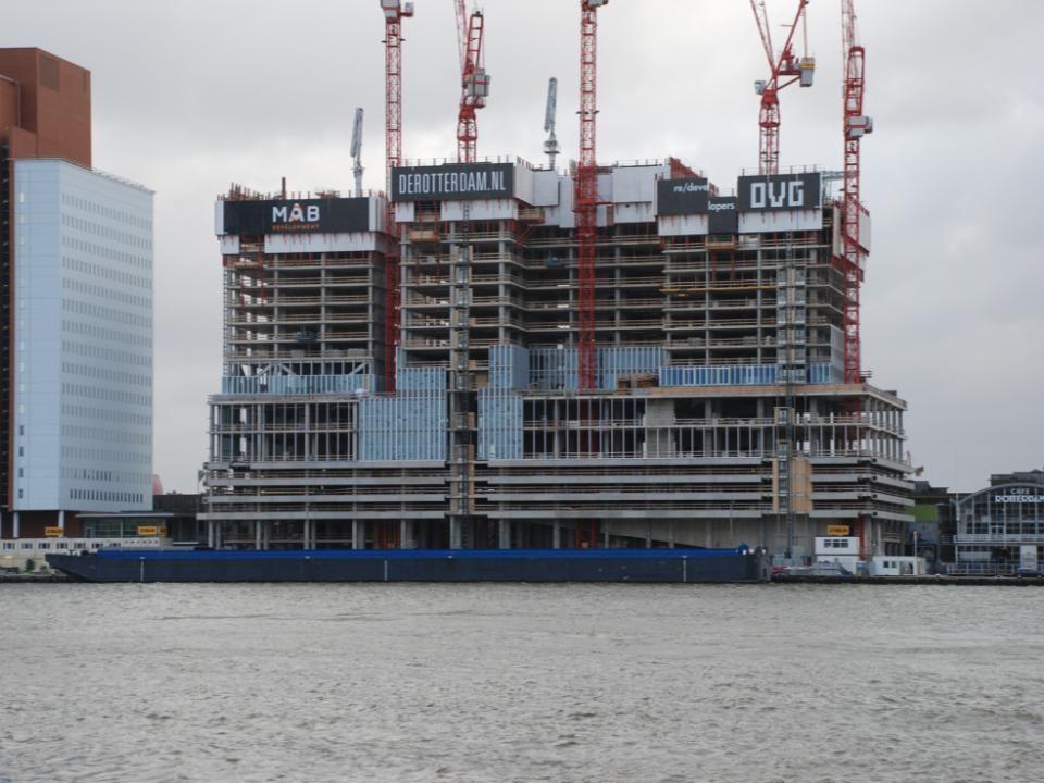 Nieuwbouw op de Wilhelminapier, het gebouw gaat de Rotterdam heten en is in 2014 klaar