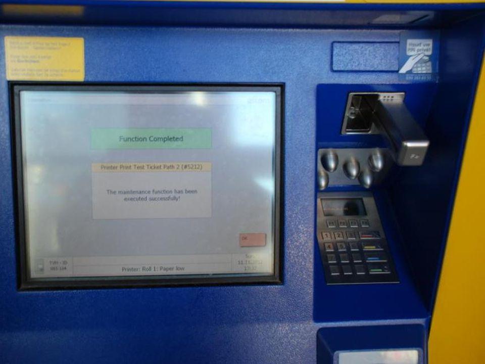 Diverse kaartenautomaten voor de treinen