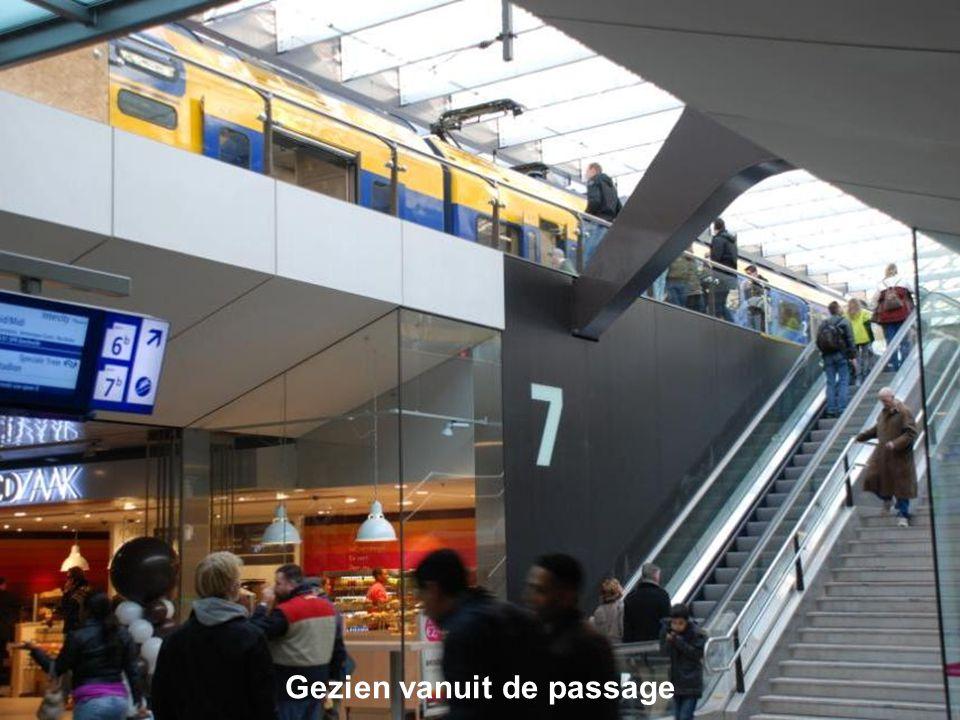 Feijenoord speelde thuis, dus gaan er speciale treinen vanaf Centraal Station naar het Stadion