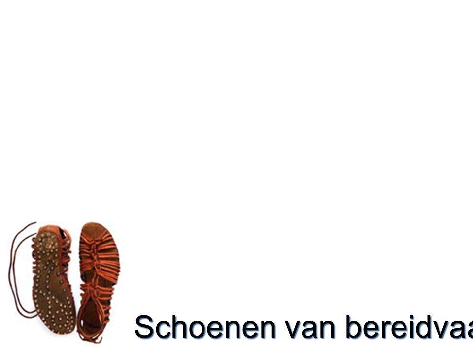 Schoenen  Schoenen = beweging –Stilstaan is gevaarlijk –Soldaat = man met een missie.