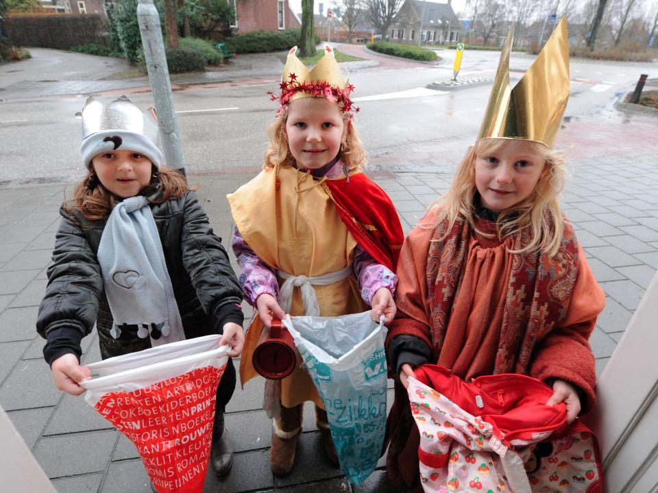 Driekoningen Drie koningen, drie koningen, geef mij nen nieuwen (h)oed.