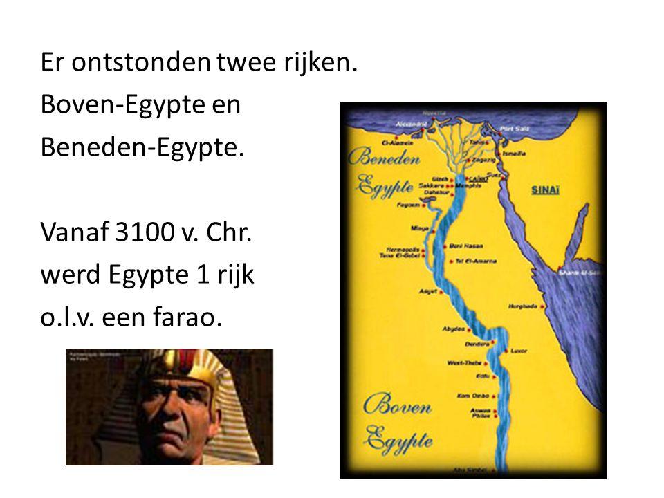 Er ontstonden twee rijken. Boven-Egypte en Beneden-Egypte. Vanaf 3100 v. Chr. werd Egypte 1 rijk o.l.v. een farao.