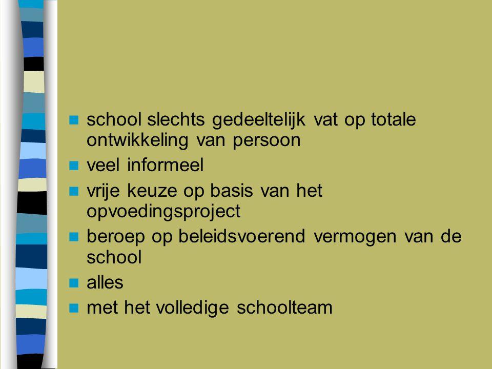school slechts gedeeltelijk vat op totale ontwikkeling van persoon veel informeel vrije keuze op basis van het opvoedingsproject beroep op beleidsvoer
