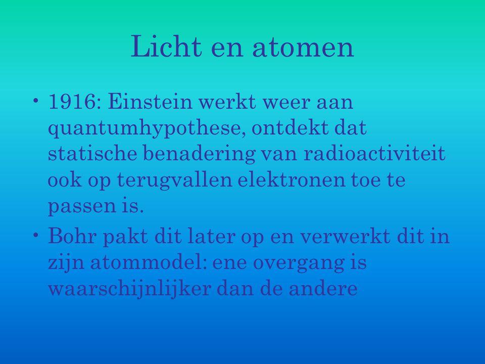 Licht en atomen 1916: Einstein werkt weer aan quantumhypothese, ontdekt dat statische benadering van radioactiviteit ook op terugvallen elektronen toe