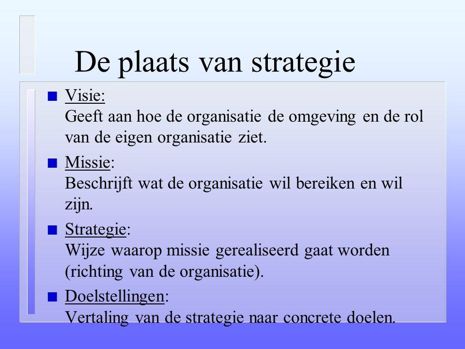 "Strategie: definitie (vervolg) n Een plan n Lange termijn (""onherroepelijke"" beslissing) n Functie in de samenleving n Welke te realiseren doelen? n M"