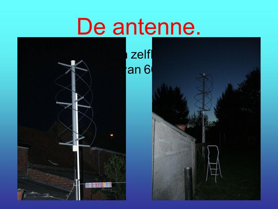 De antenne. De antenne is een zelfbouw Quadrifillar met een breedte van 60 cm en een hoogte van 1,7 meter.