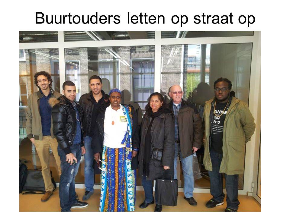 Buurtouders letten op straat op