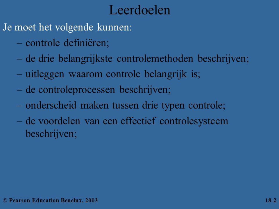 Het controleproces (verv.) Vergelijken –Bepaalt het verschil tussen daadwerkelijke prestaties en van tevoren opgestelde standaards –Werkt met een acceptabele standaardafwijking; alles hierbuiten is een significante afwijking © Pearson Education Benelux, 200318-13