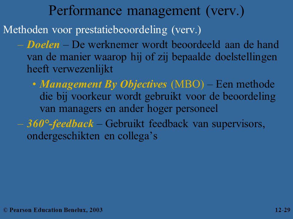 Performance management (verv.) Methoden voor prestatiebeoordeling (verv.) –Doelen – De werknemer wordt beoordeeld aan de hand van de manier waarop hij of zij bepaalde doelstellingen heeft verwezenlijkt Management By Objectives (MBO) – Een methode die bij voorkeur wordt gebruikt voor de beoordeling van managers en ander hoger personeel –360°-feedback – Gebruikt feedback van supervisors, ondergeschikten en collega's © Pearson Education Benelux, 200312-29
