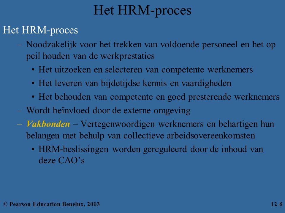 Het HRM-proces –Noodzakelijk voor het trekken van voldoende personeel en het op peil houden van de werkprestaties Het uitzoeken en selecteren van competente werknemers Het leveren van bijdetijdse kennis en vaardigheden Het behouden van competente en goed presterende werknemers –Wordt beïnvloed door de externe omgeving –Vakbonden – Vertegenwoordigen werknemers en behartigen hun belangen met behulp van collectieve arbeidsovereenkomsten HRM-beslissingen worden gereguleerd door de inhoud van deze CAO's © Pearson Education Benelux, 200312-6