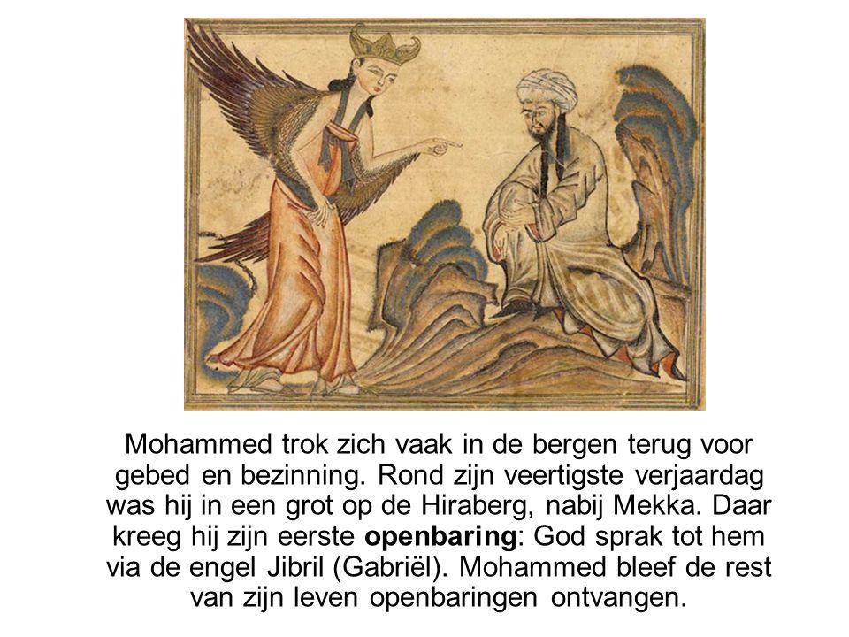 Mohammed trok zich vaak in de bergen terug voor gebed en bezinning. Rond zijn veertigste verjaardag was hij in een grot op de Hiraberg, nabij Mekka. D