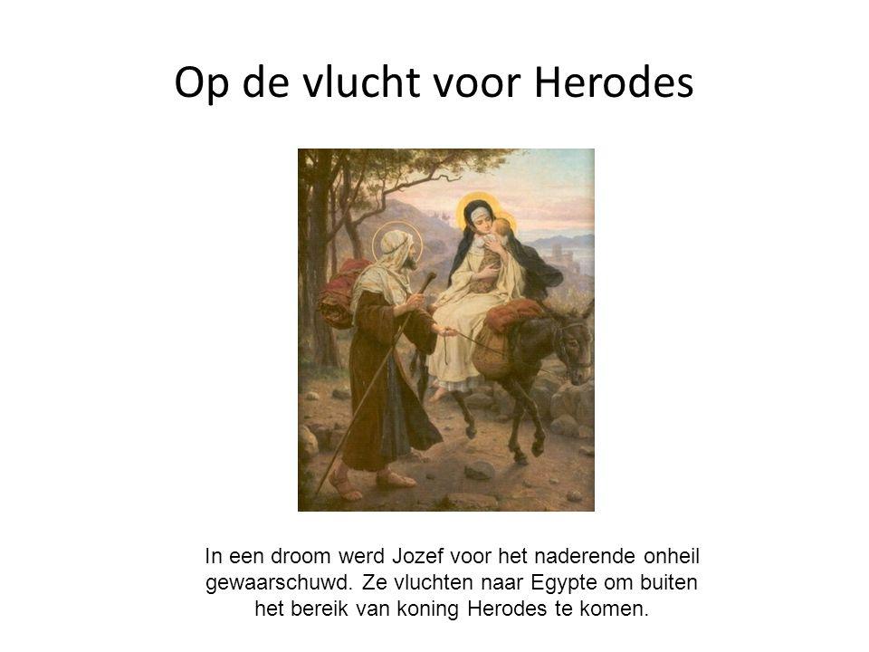 Op de vlucht voor Herodes In een droom werd Jozef voor het naderende onheil gewaarschuwd. Ze vluchten naar Egypte om buiten het bereik van koning Hero