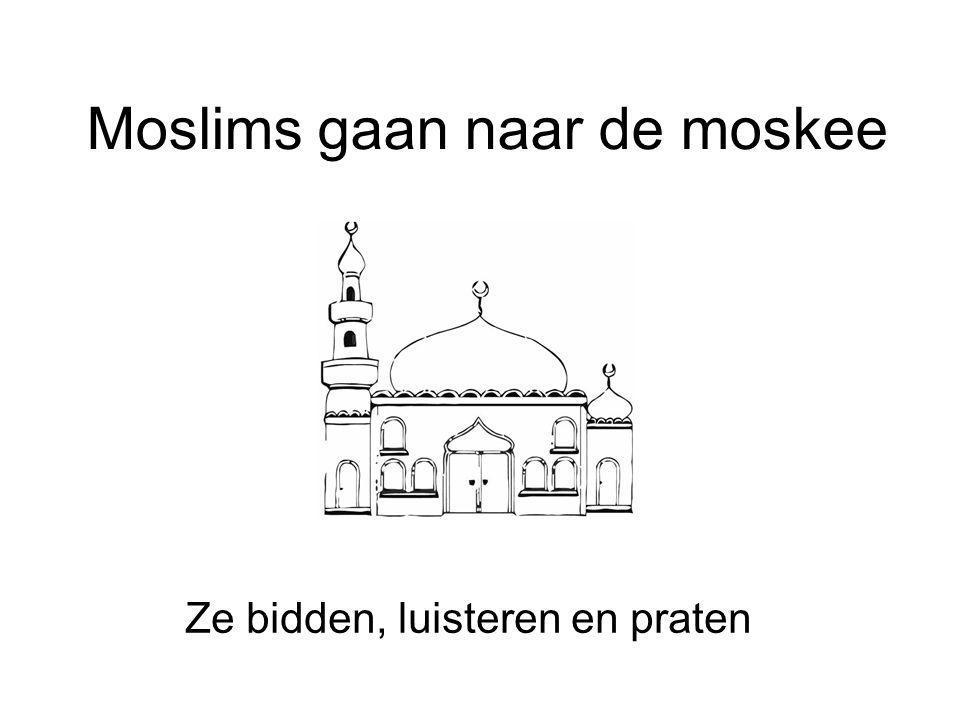 Moslims gaan naar de moskee Ze bidden, luisteren en praten