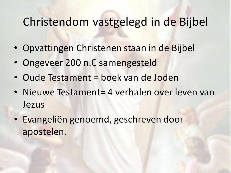 Christendom vastgelegd in de Bijbel Opvattingen Christenen staan in de Bijbel Ongeveer 200 n.C samengesteld Oude Testament = boek van de Joden Nieuwe Testament= 4 verhalen over leven van Jezus Evangeliën genoemd, geschreven door apostelen.