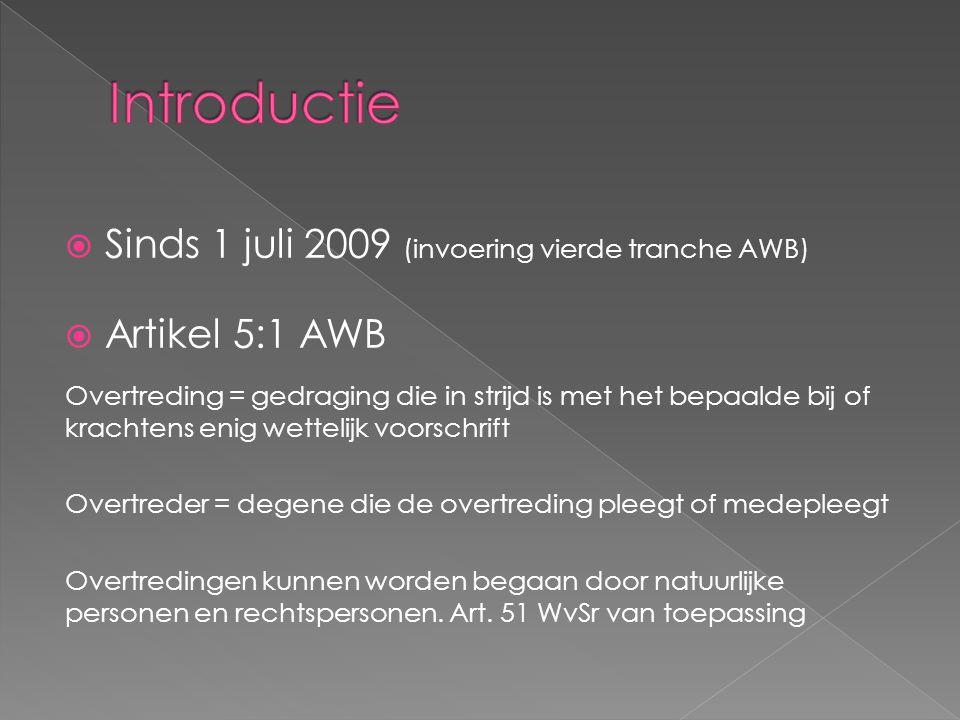  Sinds 1 juli 2009 (invoering vierde tranche AWB)  Artikel 5:1 AWB Overtreding = gedraging die in strijd is met het bepaalde bij of krachtens enig wettelijk voorschrift Overtreder = degene die de overtreding pleegt of medepleegt Overtredingen kunnen worden begaan door natuurlijke personen en rechtspersonen.