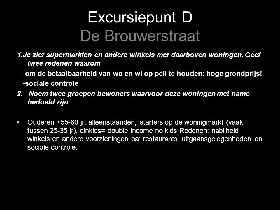 Excursiepunt D De Brouwerstraat 1.Je ziet supermarkten en andere winkels met daarboven woningen.