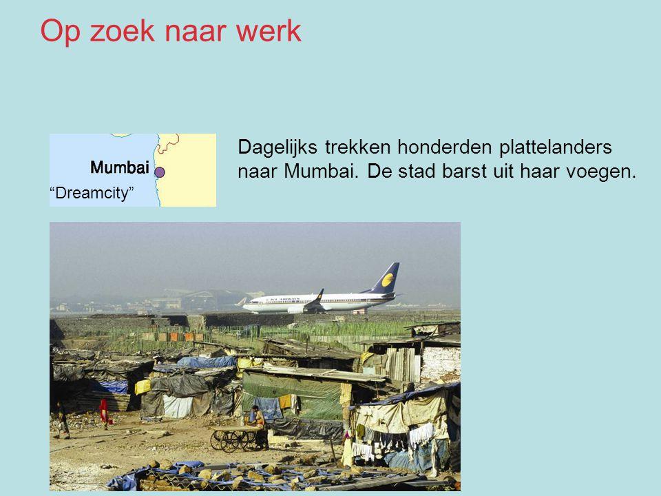 """""""Dreamcity"""" Dagelijks trekken honderden plattelanders naar Mumbai. De stad barst uit haar voegen. Op zoek naar werk"""