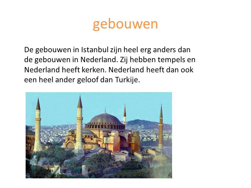 gebouwen De gebouwen in Istanbul zijn heel erg anders dan de gebouwen in Nederland. Zij hebben tempels en Nederland heeft kerken. Nederland heeft dan
