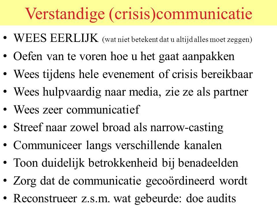 Communicatie Heeft twee doelen: 1.Efficiënt verloop van (crisis) processen 2.Geruststelling, image en andere attitudecomponenten – Doel 1 richt zich meestal alleen tot de professionals.
