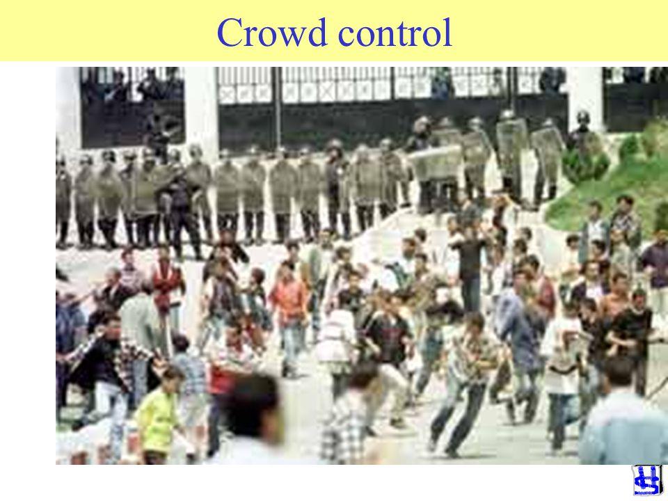 2) Crowd control Doel: voorkomen rellen en andere uitbarstingen Preventie en proactie –Kundige en ervaren leiding. Afwezigheid groupthink en routinede