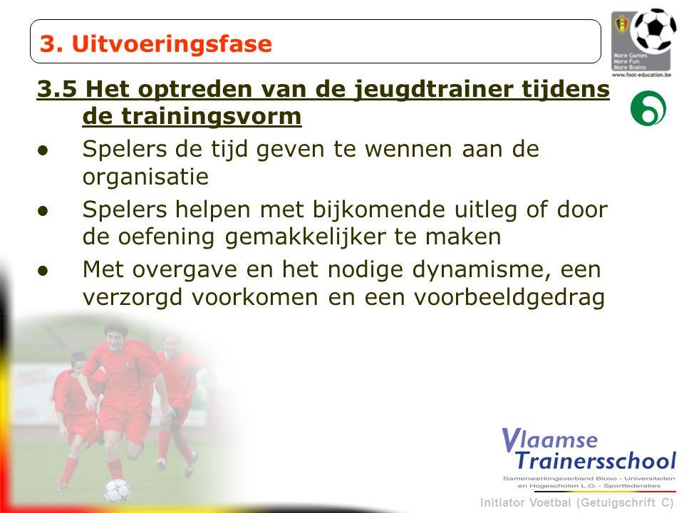 Initiator Voetbal (Getuigschrift C) 3.5 Het optreden van de jeugdtrainer tijdens de trainingsvorm Spelers de tijd geven te wennen aan de organisatie S