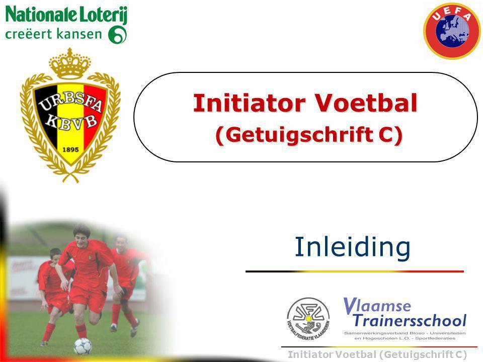 Trainer B voetbal – UEFA B Initiator Voetbal (Getuigschrift C) Inleiding : samenwerking KBVB (FTS) - BLOSO (VTS) Enkele data… 23/09/1999 opleidingen KBVB (FTS) worden door de UEFA erkend  UEFA-B, UEFA-A en UEFA-PRO opleiding 10/06/2002 convenant tussen KBVB en BLOSO (VTS) i.v.m.