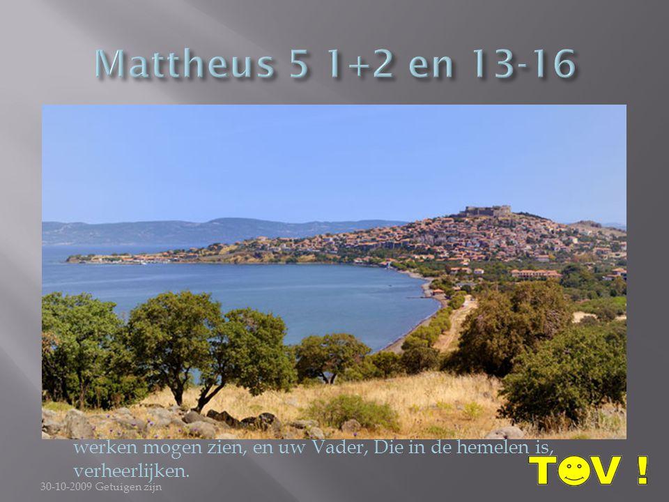 1 En Jezus, de schare ziende, is geklommen op een berg, en als Hij nedergezeten was, kwamen Zijn discipelen tot Hem. 2 En Zijn mond geopend hebbende,