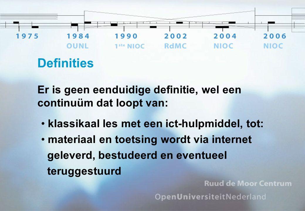 Definities Er is geen eenduidige definitie, wel een continuüm dat loopt van: klassikaal les met een ict-hulpmiddel, tot: materiaal en toetsing wordt via internet geleverd, bestudeerd en eventueel teruggestuurd