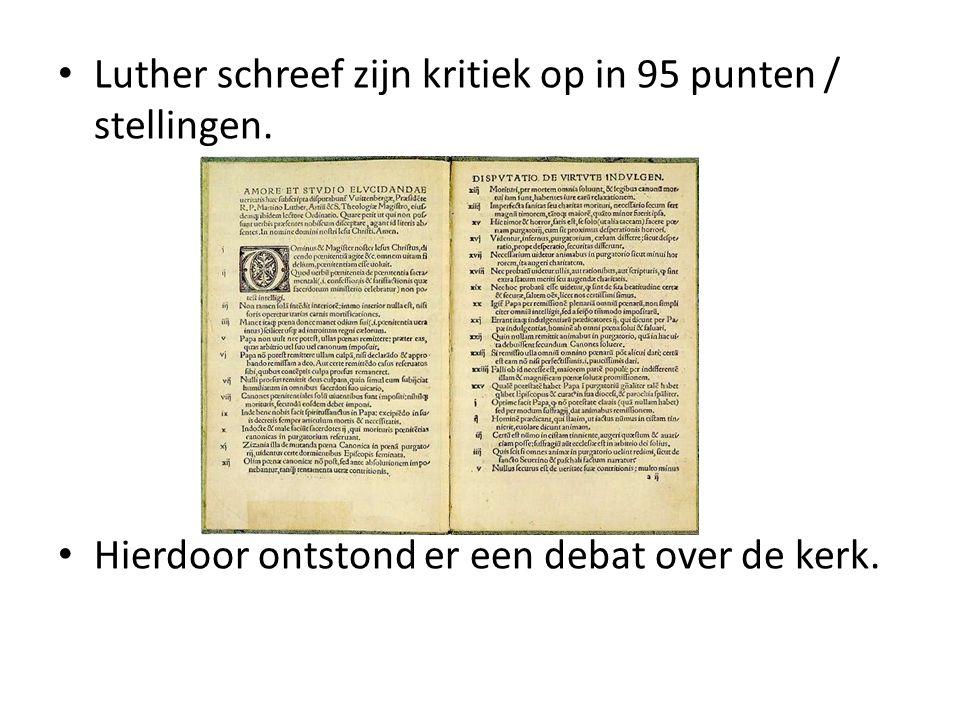 Luther schreef zijn kritiek op in 95 punten / stellingen. Hierdoor ontstond er een debat over de kerk.