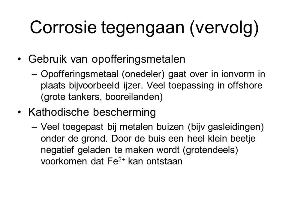 Corrosie tegengaan (vervolg) Gebruik van opofferingsmetalen –Opofferingsmetaal (onedeler) gaat over in ionvorm in plaats bijvoorbeeld ijzer. Veel toep