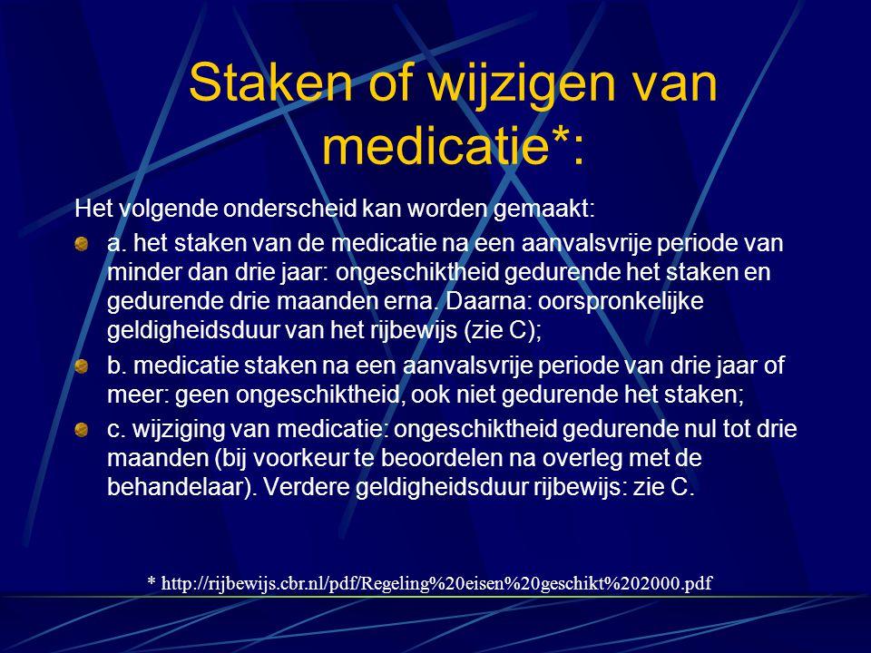 Staken of wijzigen van medicatie*: Het volgende onderscheid kan worden gemaakt: a. het staken van de medicatie na een aanvalsvrije periode van minder