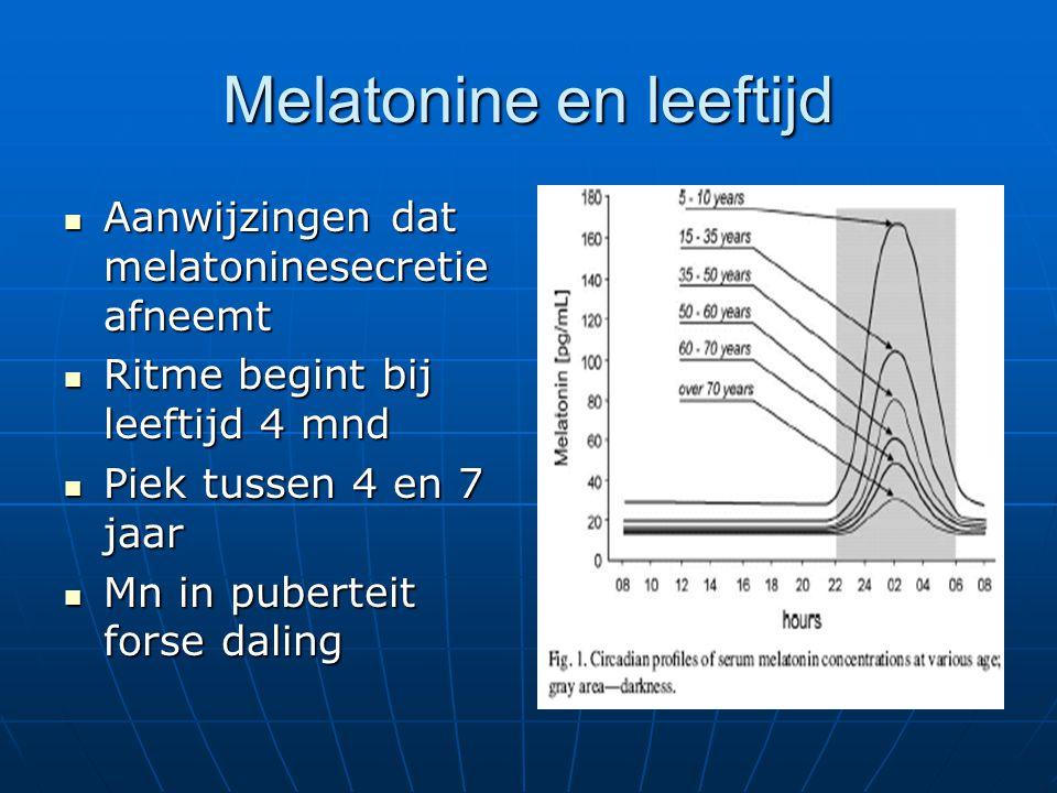Melatonine en leeftijd Aanwijzingen dat melatoninesecretie afneemt Aanwijzingen dat melatoninesecretie afneemt Ritme begint bij leeftijd 4 mnd Ritme b