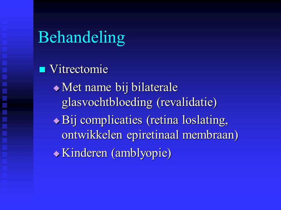 Behandeling Vitrectomie Vitrectomie  Met name bij bilaterale glasvochtbloeding (revalidatie)  Bij complicaties (retina loslating, ontwikkelen epiret