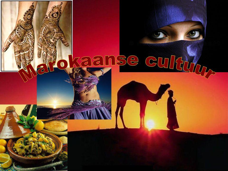 Degene die aankomt zegt: As-salaamoe Alaikoem = Vrede zij met jou De gene die er al is zegt: Wa alaikoem salaam = En met jou zij de vrede