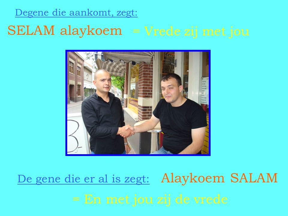 SELAM alaykoem Degene die aankomt, zegt: De gene die er al is zegt: Alaykoem SALAM = En met jou zij de vrede = Vrede zij met jou
