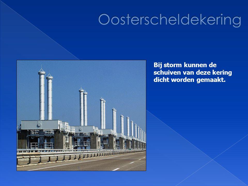 Deze grote 'draaideuren' kunnen bij storm dichtgemaakt worden.