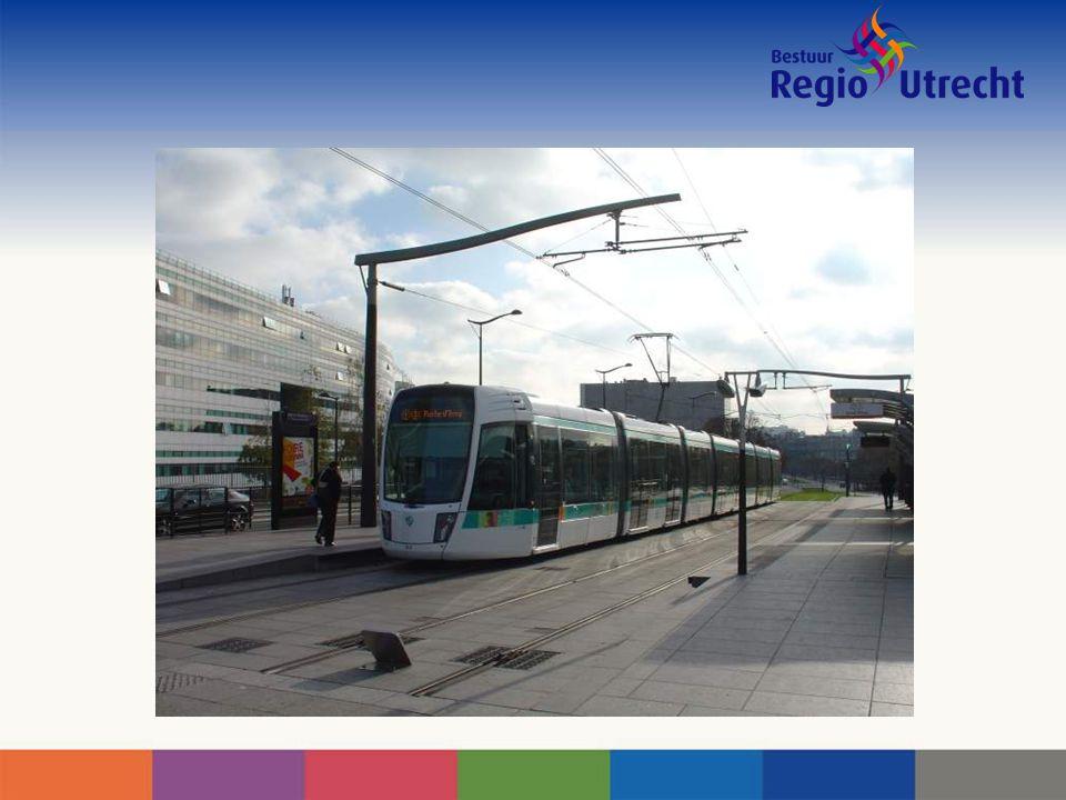 Samenhang tram en bus HOV-buslijnen worden vertramd Regionale buslijnen worden deels vertramd, takken deels aan in knooppunten op tram, integreren deels met stadslijnen, maar blijven ook deels in stand Stadsbuslijnen (blijven) zorgen voor ontsluiting wijken