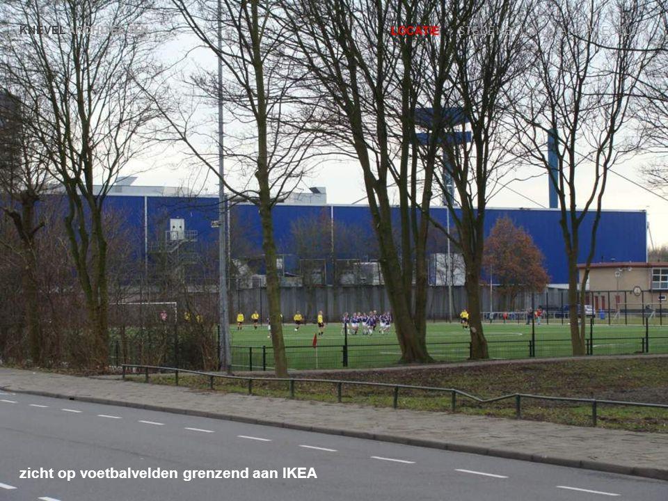 zicht op voetbalvelden grenzend aan IKEA KNEVEL ARCHITECTEN LOCATIE | STEDENBOUW | ARCHITECTUUR