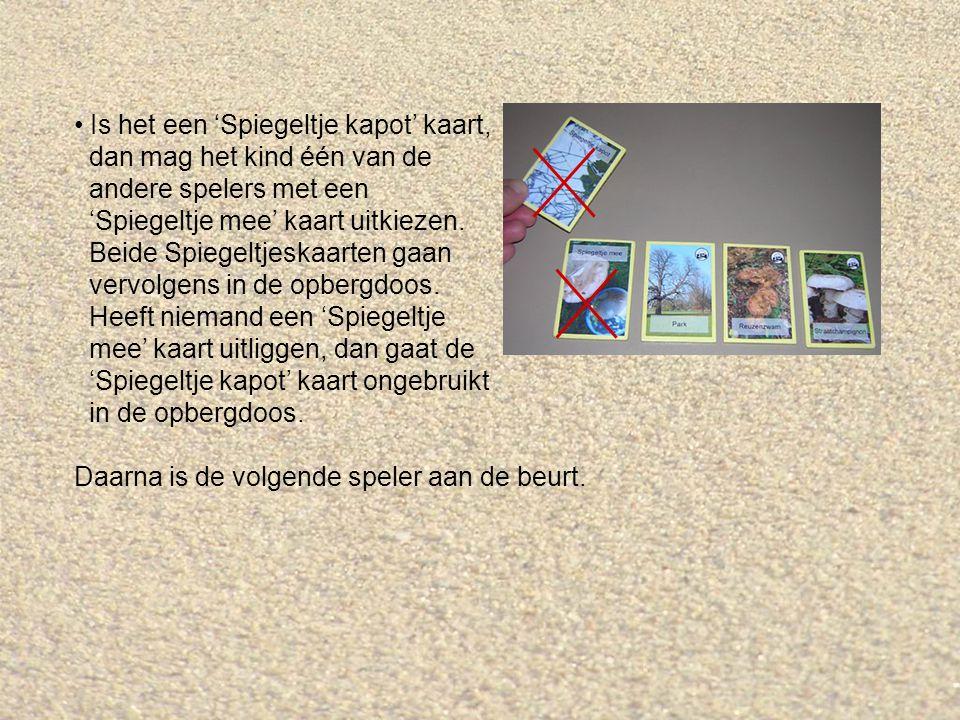 Is het een 'Spiegeltje kapot' kaart, dan mag het kind één van de andere spelers met een 'Spiegeltje mee' kaart uitkiezen.