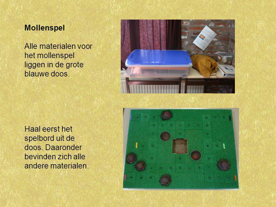 Mollenspel Alle materialen voor het mollenspel liggen in de grote blauwe doos. Haal eerst het spelbord uit de doos. Daaronder bevinden zich alle ander