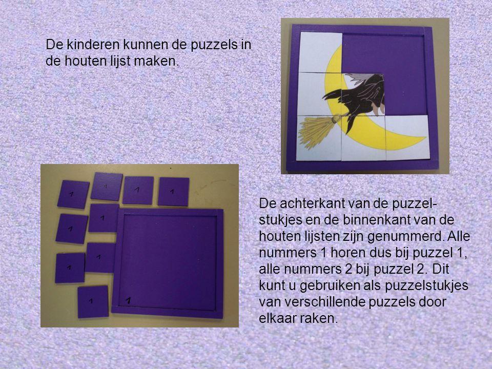 De kinderen kunnen de puzzels in de houten lijst maken.