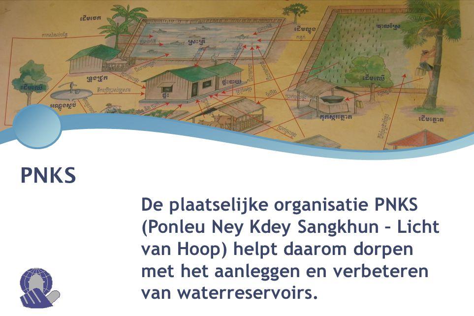 PNKS De plaatselijke organisatie PNKS (Ponleu Ney Kdey Sangkhun – Licht van Hoop) helpt daarom dorpen met het aanleggen en verbeteren van waterreservo