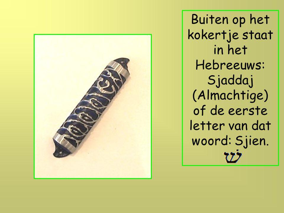 De mezuza is een kokertje met een Hebreeuwse tekst die aan de deurpost bevestigd is, mezuza betekend dan ook letterlijk: deurpost.