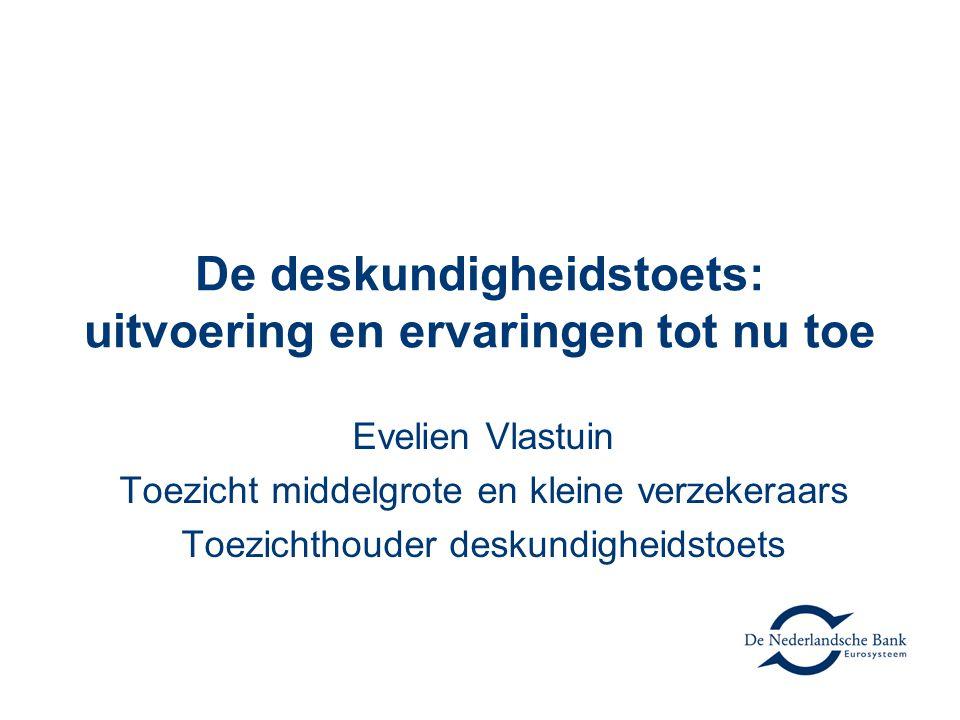 De deskundigheidstoets: uitvoering en ervaringen tot nu toe Evelien Vlastuin Toezicht middelgrote en kleine verzekeraars Toezichthouder deskundigheids