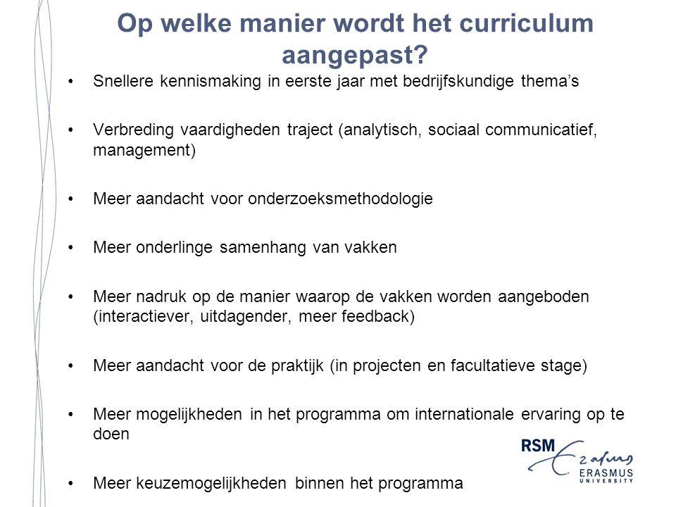 Op welke manier wordt het curriculum aangepast.