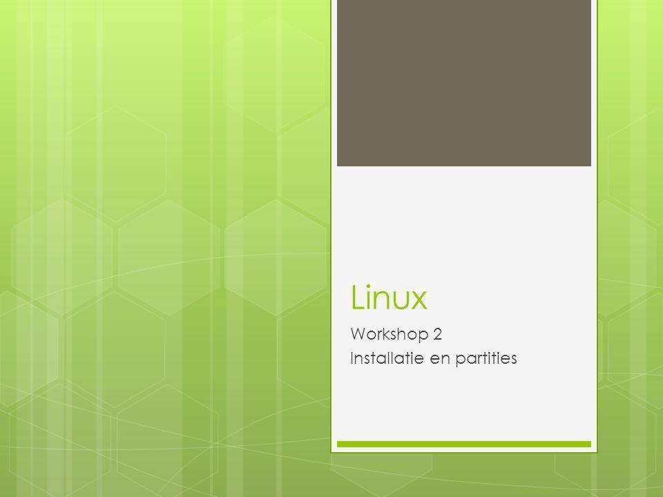 Linux in VMware  VMware Workstation  Versie >= 7.1.4 (voor volledige ondersteuning Ubuntu 10.10, en ook Windows 7)  Auto detectie ISO: easy install mogelijk  Andere mogelijkheid: het OS later installeren  VM netwerk overwegingen:  NAT  Bridged