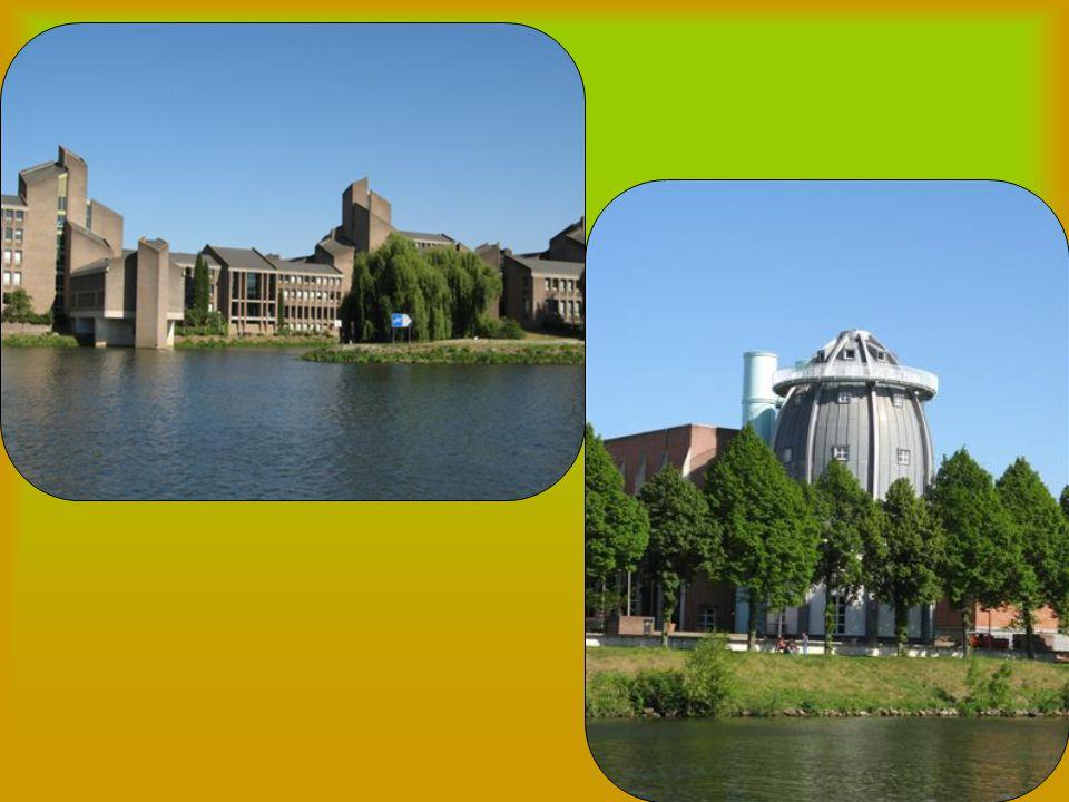 Een presentatie Over Maastricht gezongen door Benny Neyman. Een presentatie Over Maastricht gezongen door Benny Neyman.