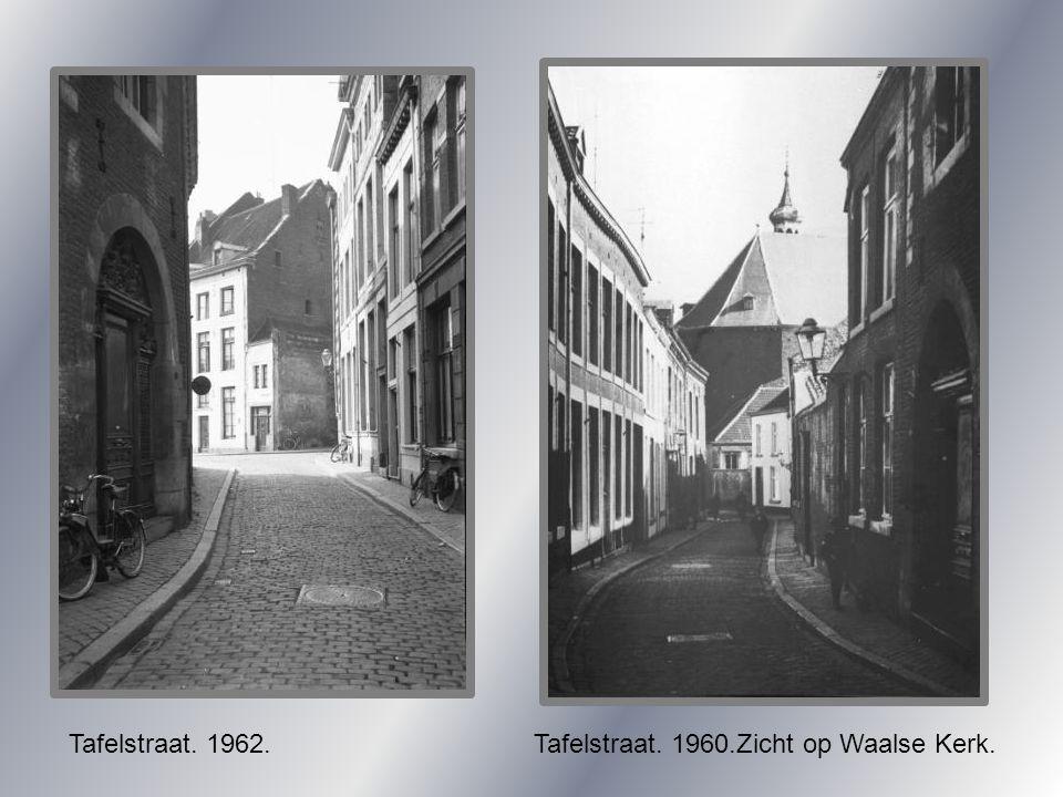 Tafelstraat. 1962.Tafelstraat. 1960.Zicht op Waalse Kerk.