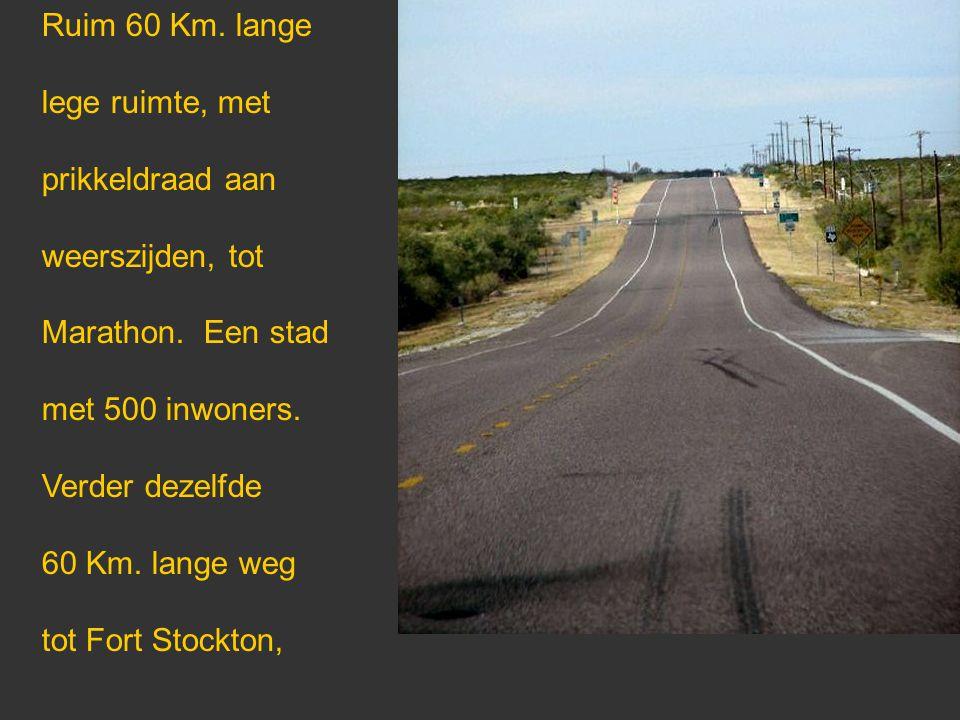 Ruim 60 Km. lange lege ruimte, met prikkeldraad aan weerszijden, tot Marathon.