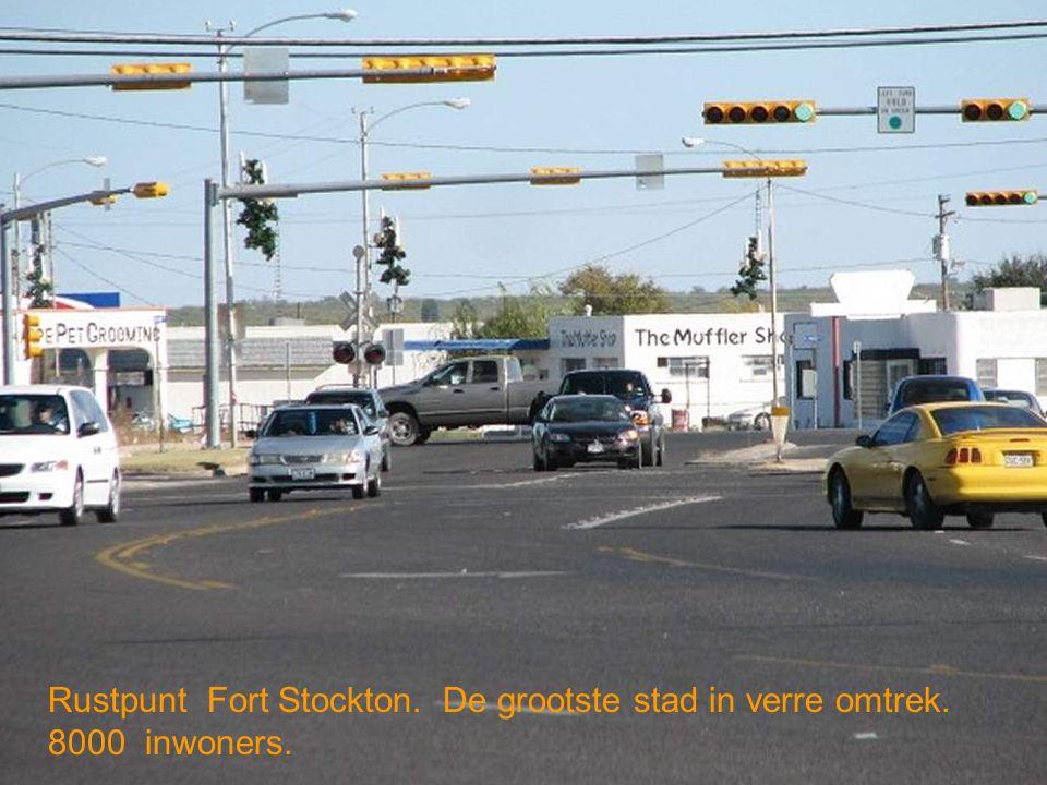 Rustpunt Fort Stockton. De grootste stad in verre omtrek. 8000 inwoners.